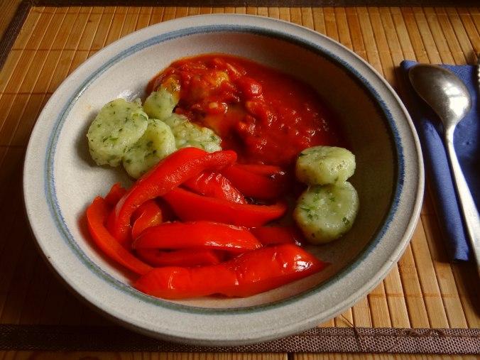 Paprika mit Gnocchi und Tomatensauce (1a)
