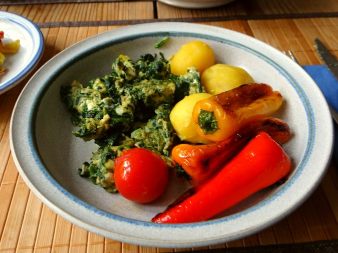Spinat,Rührei,Paprika,Pellkartoffen (11)