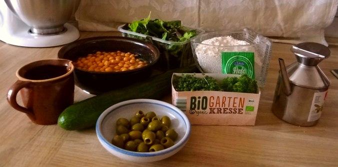 Hummus,Salate und Foccacia (6)