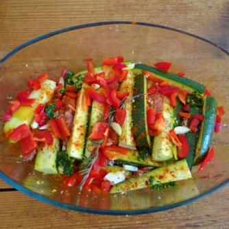 Zucchini Pfanne,Rohgebratene Kartoffeln,Pimientos,Obstsalat (11)