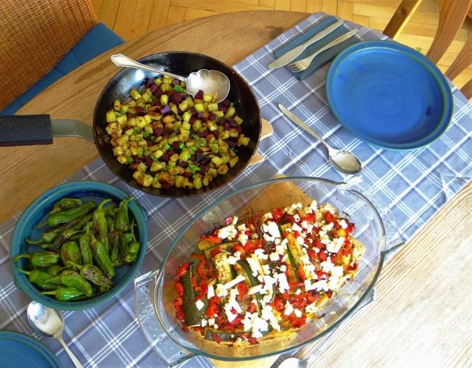 Zucchini Pfanne,Rohgebratene Kartoffeln,Pimientos,Obstsalat (4)