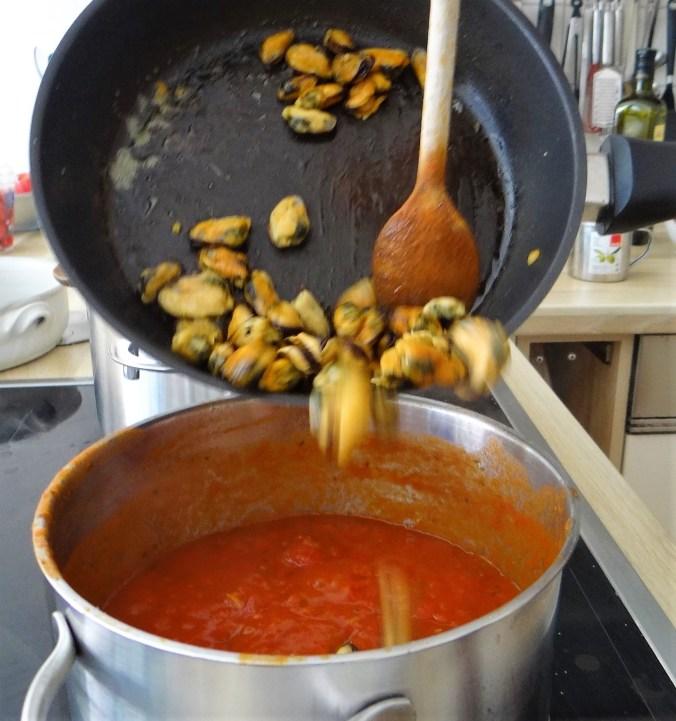 Scharfe Tomatensauce mit Muscheln (11)