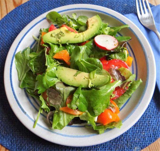 Spinatsuppe,Ricotta Nochen,Bunter Salat (1)
