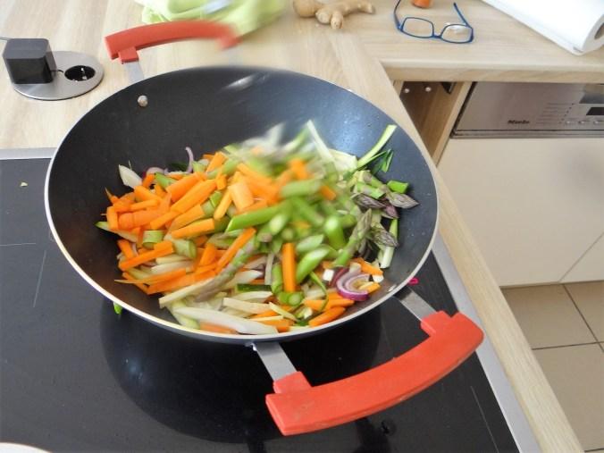 Wokgemüse,grüner Spargel,Glasudeln (9)