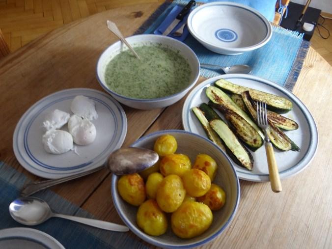 Röstkartoffeln,Dillsoße,pochierte Eier (14)
