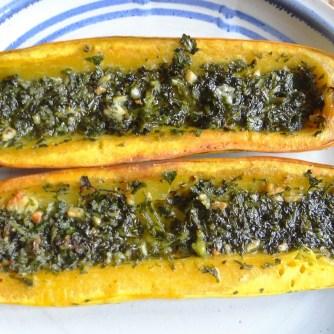 Gemüse mit Dip und lila Kartoffeln. (10)