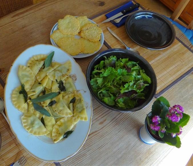 Ravioli mit Feta-Spinat Füllung und Salbei Butter (15)