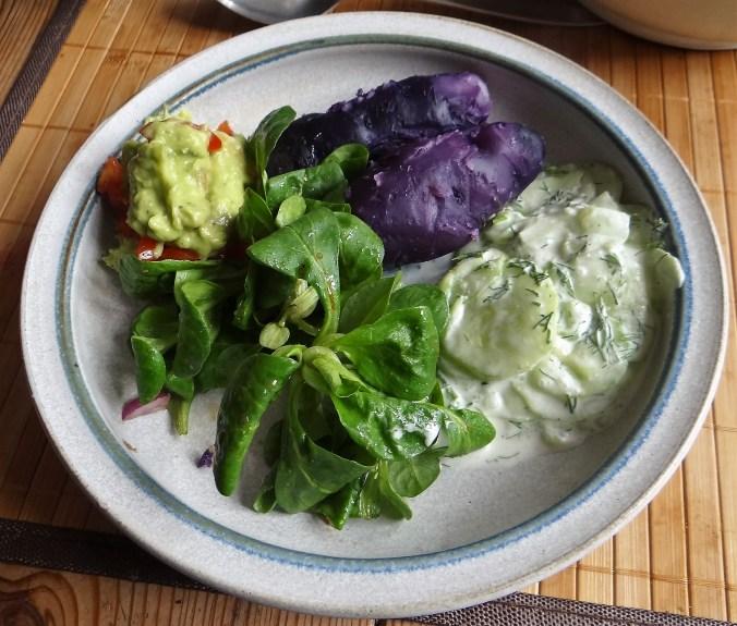 Lila Kartoffel,Guacamole,Salate (1)