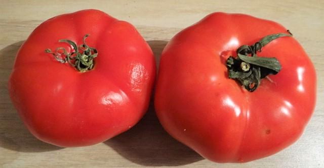 Bouillonkartoffeln,  Tomatensalat
