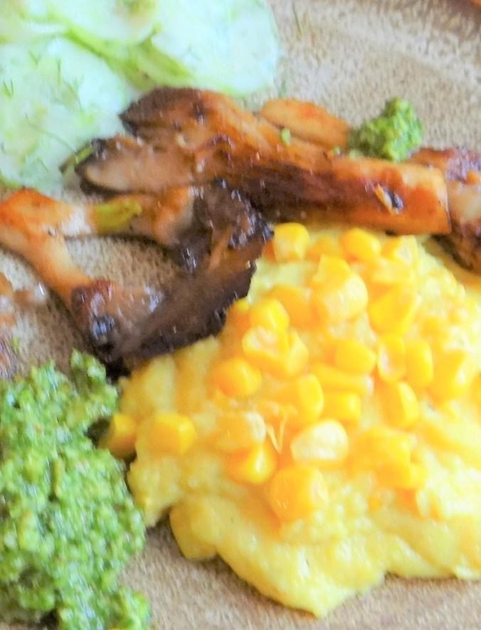 Polenta,Austernpilze,Rucolapesto,Gurkensalat,Dessert (3)