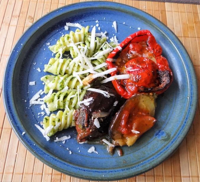 Tomaten in Paprika,Fusilli mit Bärlauchpesteo (1)