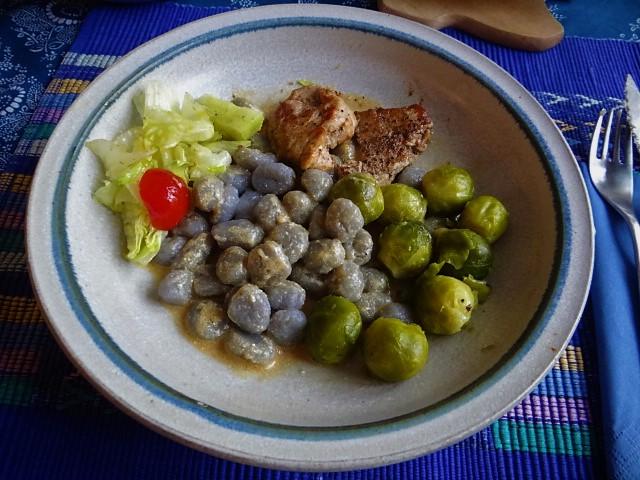 Wildschwein Medaillons,Sepia Gnocchis . (1)