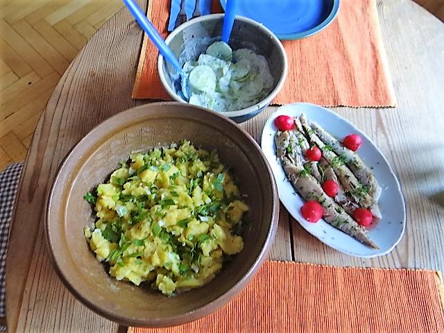 Kartoffelsalat und gräucherte Makrele,Birne in Glühwein , (1)