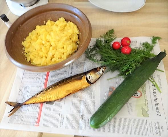 Kartoffelsalat und gräucherte Makrele,Birne in Glühwein , (6)