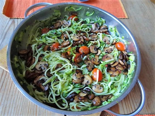 Zucchini Zoodles,Champignon,Tomaten (2)