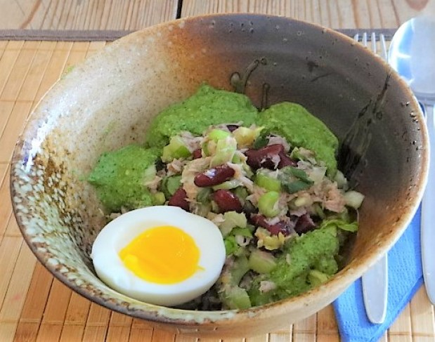 Bohnen Thunfisch Salat mit Rucola Pesto und Ei (1)