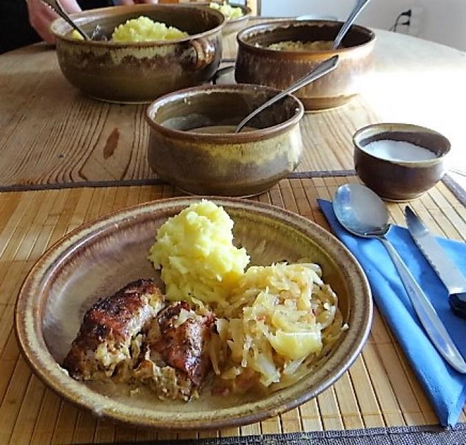 Schweinebauch Roulade mit Sauerkraut und Kartoffelstampf (18)