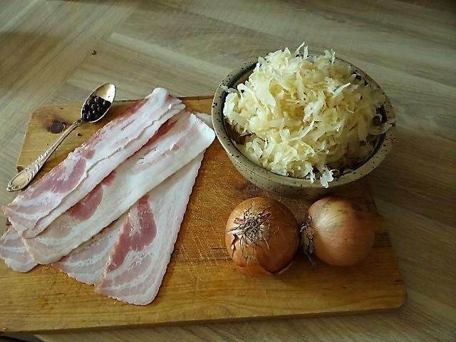 Schweinebauch Roulade mit Sauerkraut und Kartoffelstampf (6)