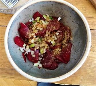 1Marinierter Hering,Rote Bete Salat, Bratkartoffeln (21)