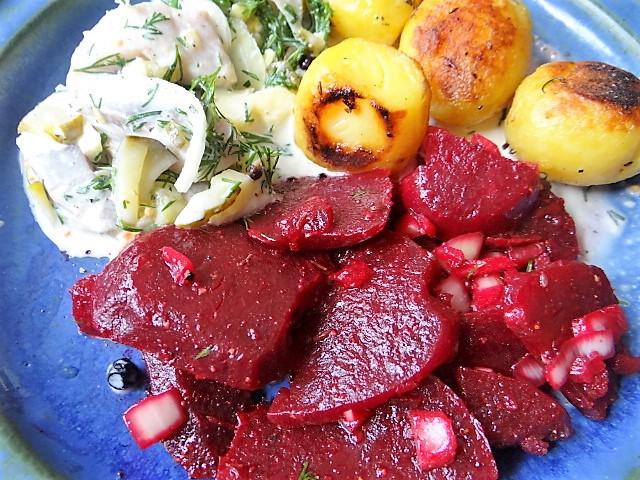 1Marinierter Hering,Rote Bete Salat, Bratkartoffeln (27)