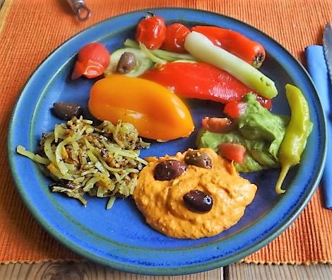 Kartoffel Zoodles, Gemüse im Gärkorb, Ajvar Feta Creme, Guacamole (2)