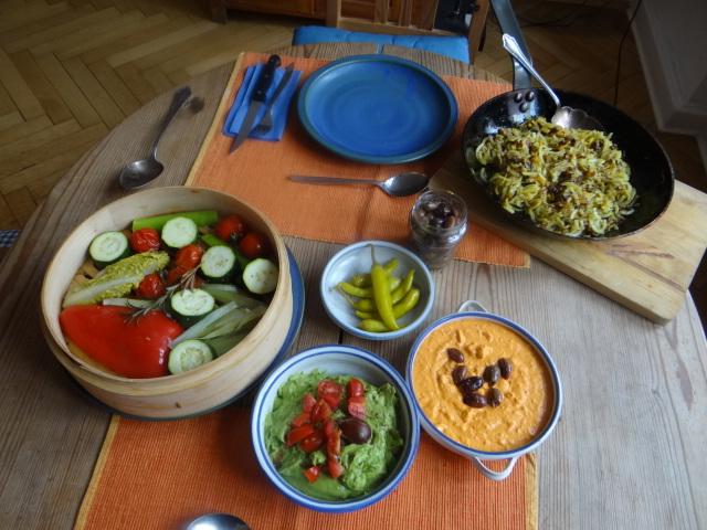 Kartoffel Zoodles, Gemüse im Gärkorb, Ajvar Feta Creme, Guacamole (23)