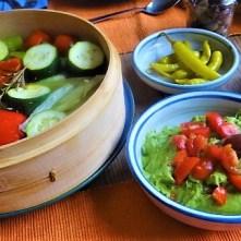 Kartoffel Zoodles, Gemüse im Gärkorb, Ajvar Feta Creme, Guacamole (24)