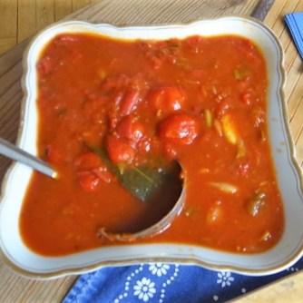 Kartoffelschnecken mit Bärlauch,Tomatensugo, Gurkensalat (20)