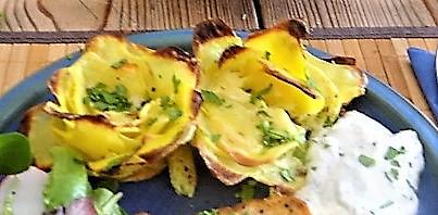 Kräutersaitlinge,Kartoffelrosen, Salat (2)