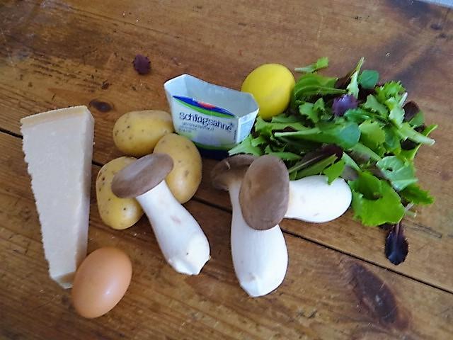Kräutersaitlinge,Kartoffelrosen, Salat (7).JPG