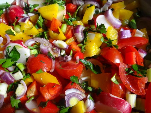 Marinierter Hering,Bunter Salat, Bratkartoffeln (14)