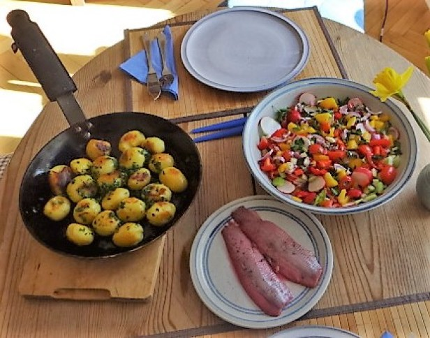 Marinierter Hering,Bunter Salat, Bratkartoffeln (4)