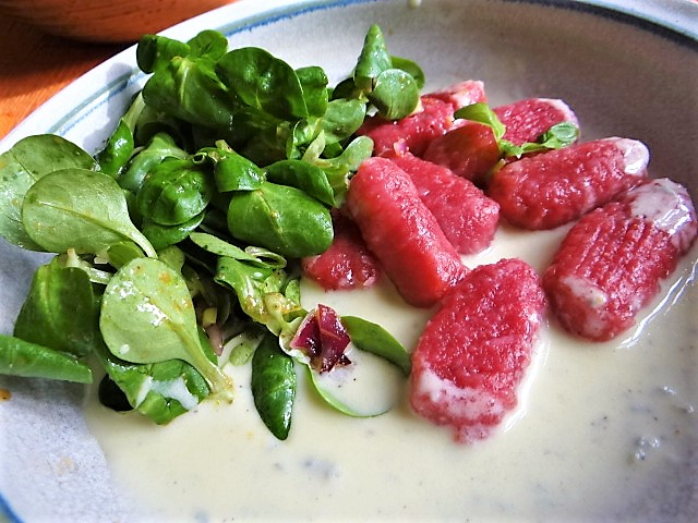 Rote Bete Gnocchis,Gorgonzola Sauce, Feldsalat (19)