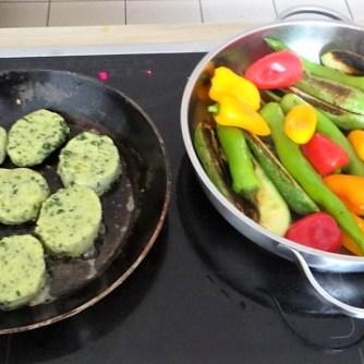 Gebratenes Gemüse mit gebackenem Feta und Kartöffeltaler (16)