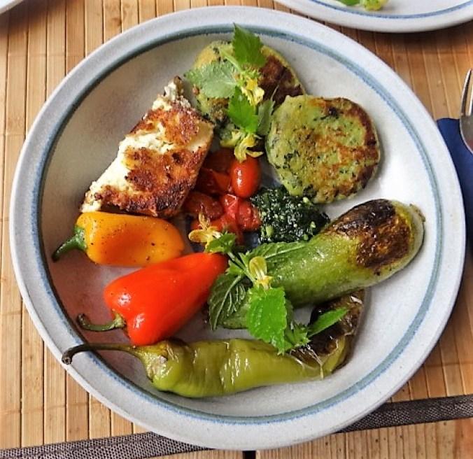 Gebratenes Gemüse mit gebackenem Feta und Kartöffeltaler (20)