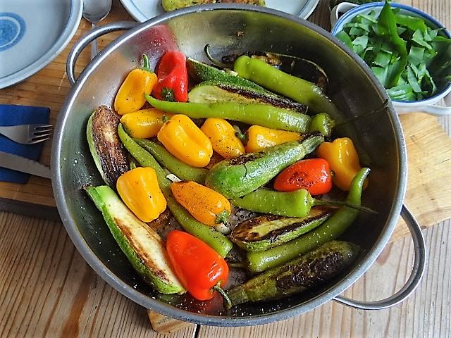 Gebratenes Gemüse mit gebackenem Feta und Kartöffeltaler (4)