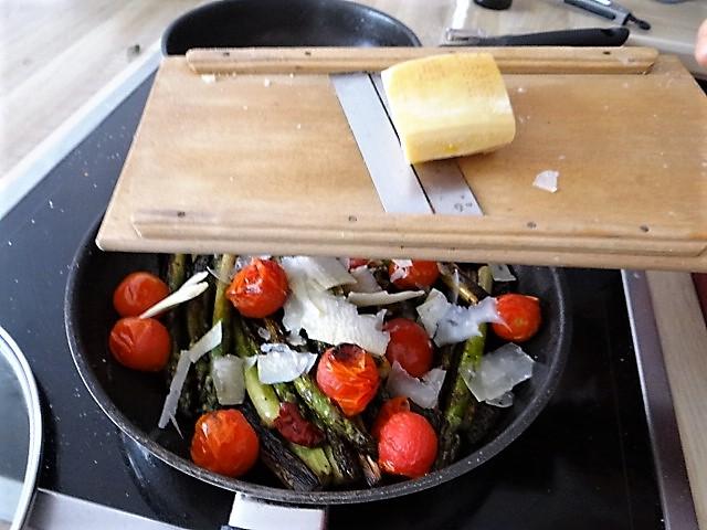 Grüner Spargel mit Tomaten (11).JPG