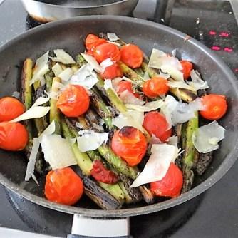 Grüner Spargel mit Tomaten (13)