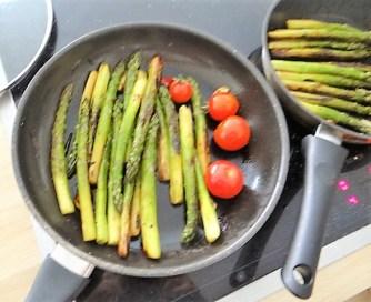 Grüner Spargel mit Tomaten (7)