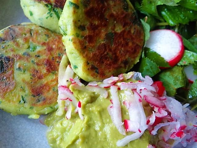 Kartoffeltaler mit Guacamole und Wildkräutersalat (3)