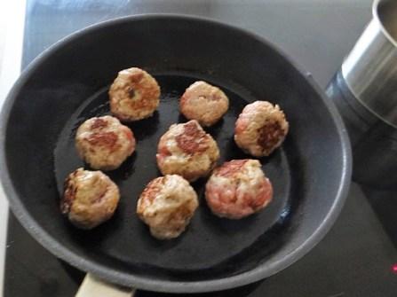 Krautsalat,Tzatziki,Kartoffelspalten,Hackbällchen (19)