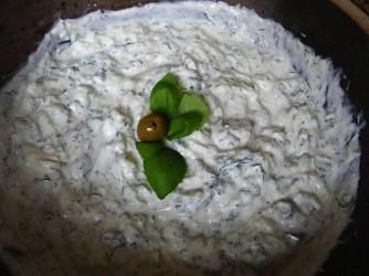Krautsalat,Tzatziki,Kartoffelspalten,Hackbällchen (22)