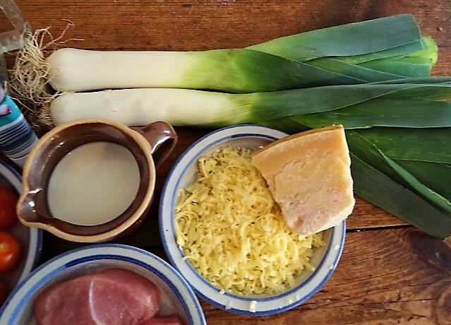 Lauch Gratin, Putenschnitzel, Kartoffelspalten