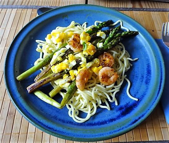 Spaghetti,Grüner Spargel, Ei, Garnelen (2)