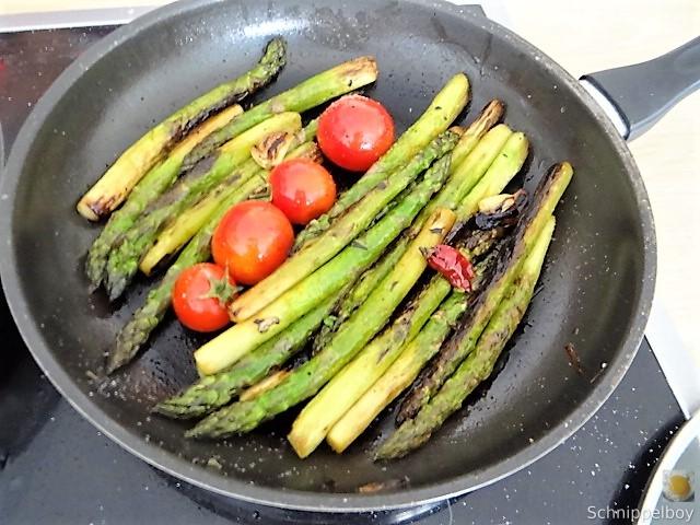 Grüner Spargel mit Tomaten (10)
