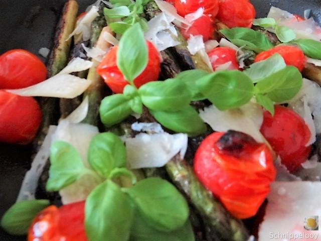 Grüner Spargel mit Tomaten (14)