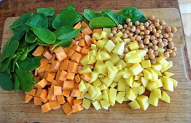Kartoffel,Süßkartoffelsuppe mit Kichererbsen und frischem Spinat (4b)
