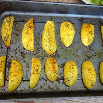 Zucchinisalat,Tomatensalat,Guacamole und Ofenkartoffeln (18)