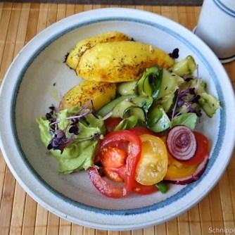 Zucchinisalat,Tomatensalat,Guacamole und Ofenkartoffeln (27)