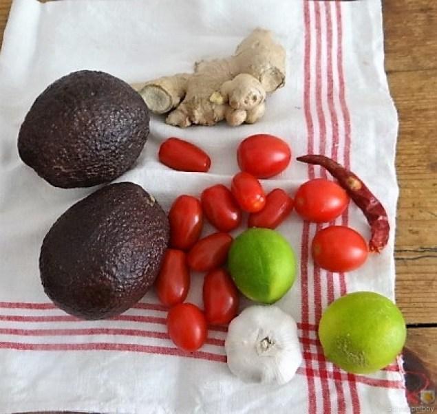 Backkartoffel mit Dip, Tomatensalsa,Avocado und hartgekochten Eiern (6)